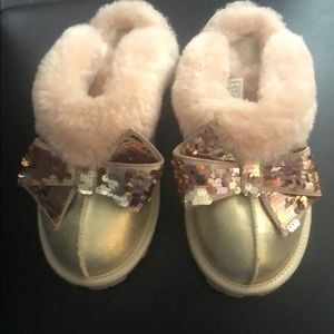 Women's UGG slippers. Size 8